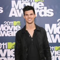 Who dressed better: Taylor Lautner or Ryan Reynolds?