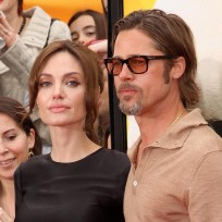 Angelina-jolie-rules-brad-pitt