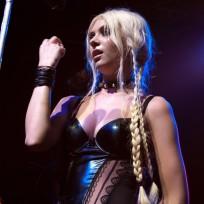 Taylor-momsen-singing-live