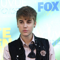 Who looked more handsome at the Teen Choice Awards: Justin or Taylor?