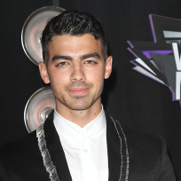 Joe-jonas-at-the-vmas