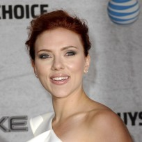 Scarlett-johansson-red-carpet-pic