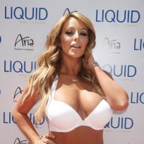 Aubrey-oday-bikini-pic