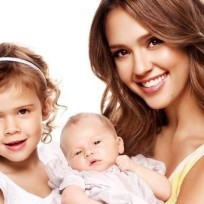 Jessica-alba-and-daughters