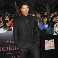 Kellan-lutz-at-breaking-dawn-premiere