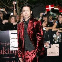 Jackson-rathbone-at-breaking-dawn-premiere