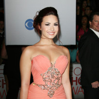 Who looked prettier at the People's Choice Awards, Demi Lovato or Vanessa Hudgens?