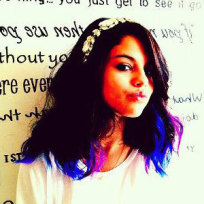 Do you like Selena Gomez with colorful hair?