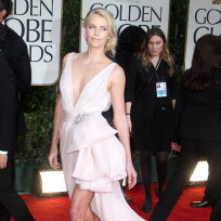 Charlize-theron-golden-globes-dress