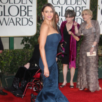 Which Modern Family star looked better on the Golden Globes red carpet?