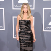 Julianne-hough-at-grammys