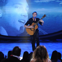 Which American Idol finalist stands a better chance of winning it all?