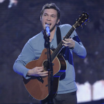 Phillip-phillips-on-stage