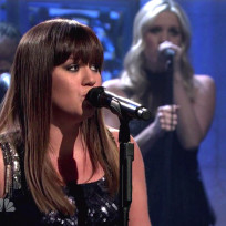 Kelly-clarkson-on-snl
