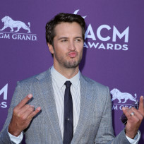 Luke bryan at the acms