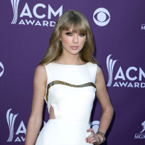 Taylor-swift-at-the-acms