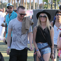 Aaron-paul-and-lauren-parsekian-at-coachella