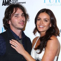 Ben-flajnik-and-courtney-robertson-pose