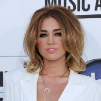 What do you think of Miley Cyrus' Billboard Music Awards outfit?
