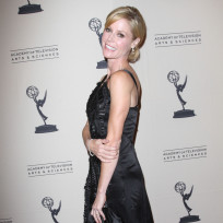 Julie-bowen-emmy-writers-photo