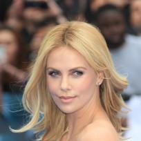 Charlize-theron-red-carpet-pic