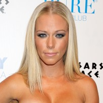 Kendra Wilkinson Cleavage