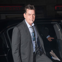 Charlie-sheen-smoking