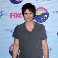 Which hunk looked studlier at the Teen Choice Awards?