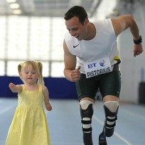 Oscar-pistorius-runs-with-girl