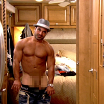Joe-gorga-shows-off