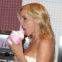 Camille-grammer-likes-frozen-yogurt