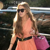 Lindsay Lohan vs. Amanda Bynes: Who'd win the debate?