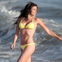 Hot Courtney Robertson Bikini Photo