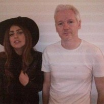 Lady-gaga-and-julian-assange