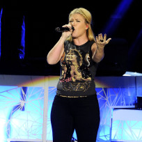 Kelly-clarkson-in-toronto