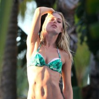 Doutzen Kroes Bikini Picture