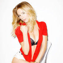 Emily VanCamp Cleavage