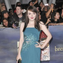 Dakota-fanning-at-breaking-dawn-2-premiere