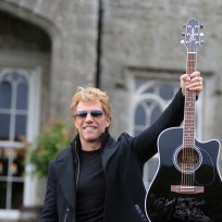 Jon-bon-jovi-with-a-guitar