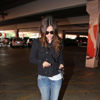 Rachel bilson goes shopping
