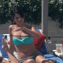 Selena Gomez, Bikini