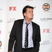 Charlie-sheen-on-fx-carpet