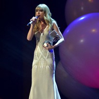 Taylor Swift on MTV Stage