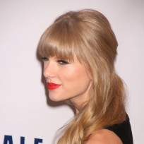 Taylor Swift on Jingle Ball Red Carpet