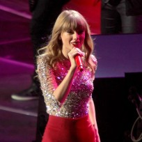 Taylor Swift, All Red