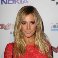 Ashley-tisdale-red-carpet-pose