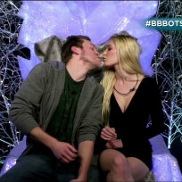 Heidi-and-spencer-kiss-on-celebrity-bb