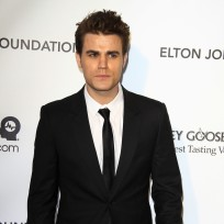 Which TVD star looked better at Elton John's Oscar party?