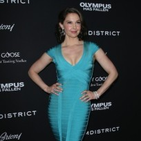 Ashley-judd-dress