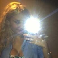 Amanda Bynes Cleavage Pic